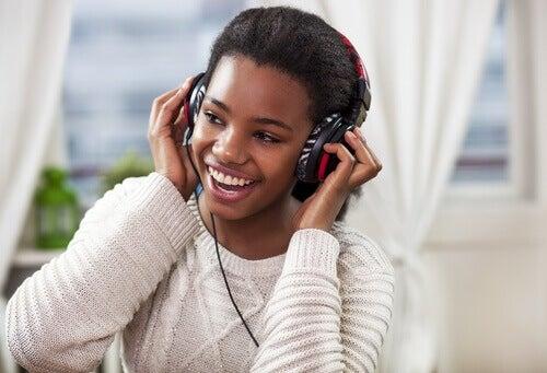 Lyssna på glad musik
