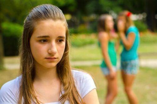 Mobbande flickor