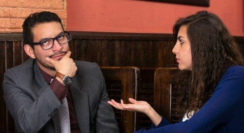 Konversation mellan en man och kvinna
