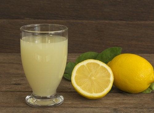 citronjuice kan avgifta levern