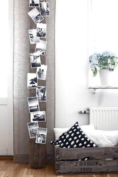 Foton på en vertikal bräda på väggen