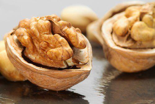 Valnötter tar bort plack