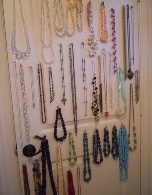 Självhäftande krokar för smycken