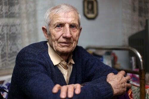 gammal man med ateroskleros