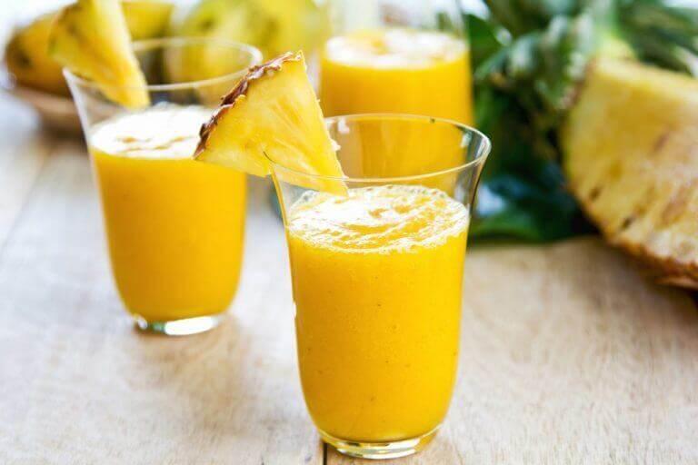 Ananasjuice i glas