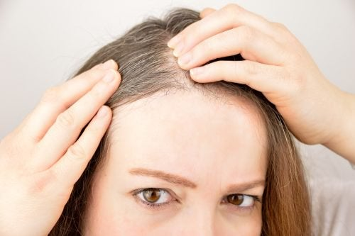 6 örter och kryddor som främjar hårtillväxt