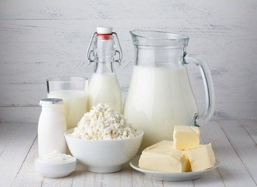 Bord med mejeriprodukter