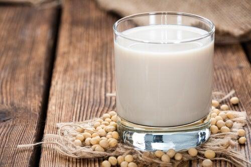 Sojamjölk och sojabönor