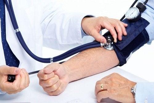 Man mäter blodtryck