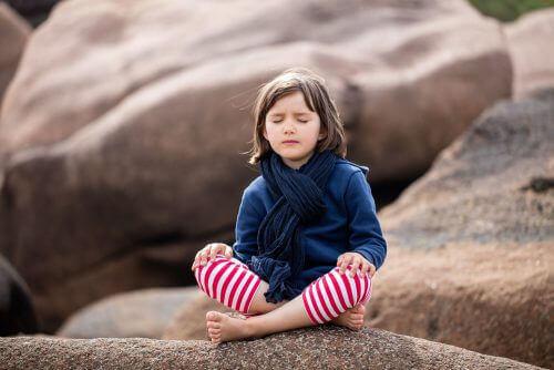 Mindfulness för barn och unga vuxna: är det effektivt?