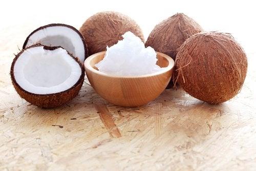 Kokosnötter på bord