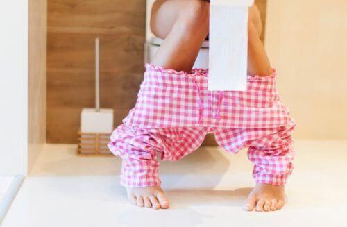 Kvinna på toaletten