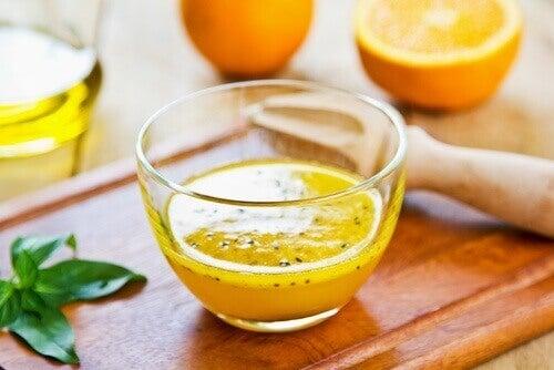 Apelsinjuice, honung och linfrön