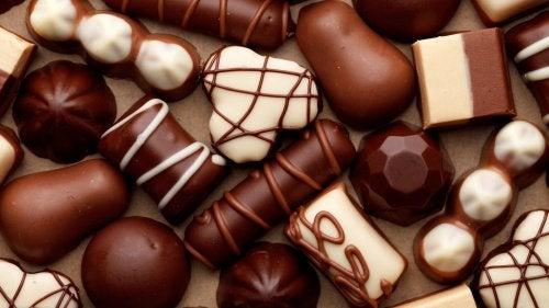 Chokladbitar i olika former