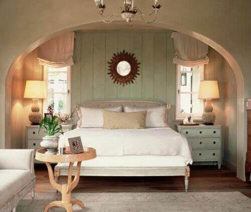 Säng i stiligt rum