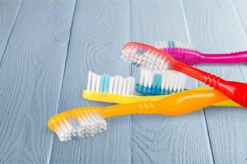 Tandborstar i olika färger