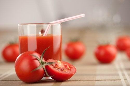 Veckodetox med tomatjuice, vitlök och gurkmeja