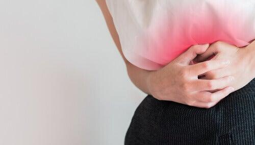 Kvinna med mensvärk