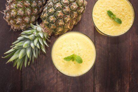 Ananas och kokosvatten
