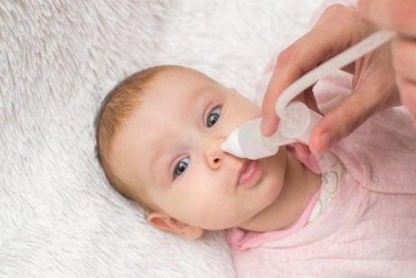 Du-bör-inte-använda-Vicks-VapoRub-på-barn-under-2-år