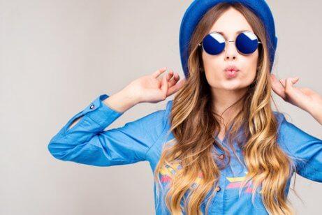Kvinna med blå kläder