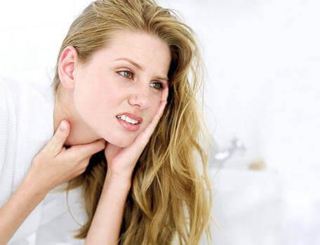 5 effektiva huskurer som lindrar halsont
