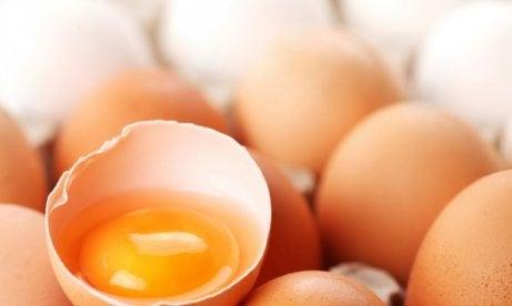 Motverka påsar under ögonen med ägg