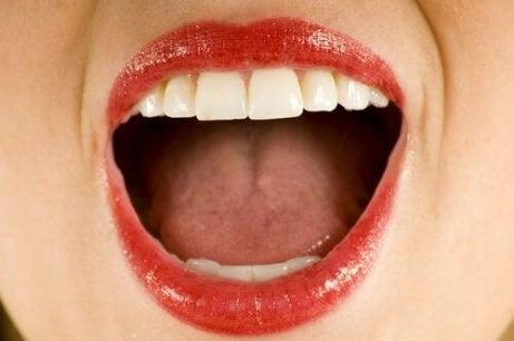 konstig känsla i munnen