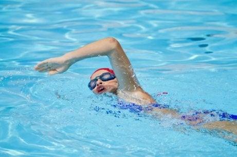 Simning är skonsam träning