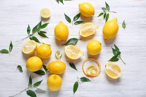 Citroner på bord
