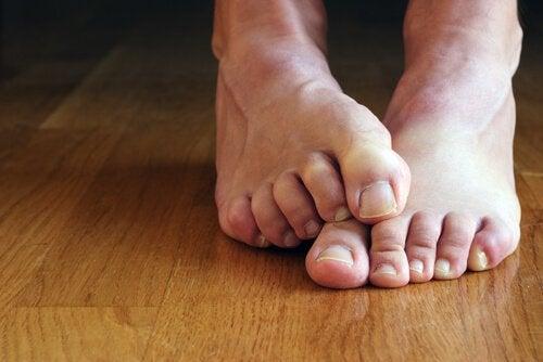 Fötter på golv