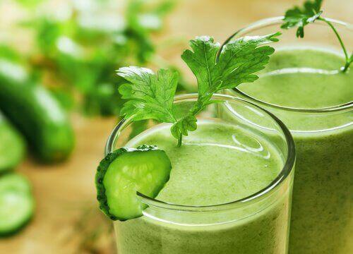 Grön smoothie med gurka