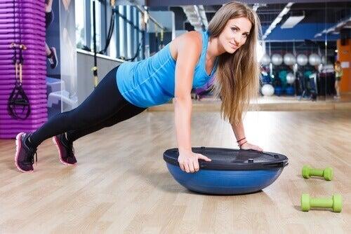 Kvinna på gymmet