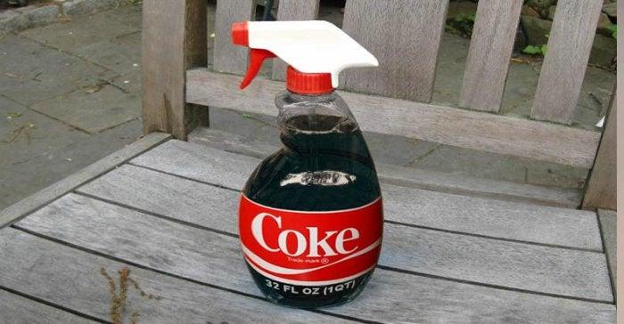 Sprayflaska med coca-cola