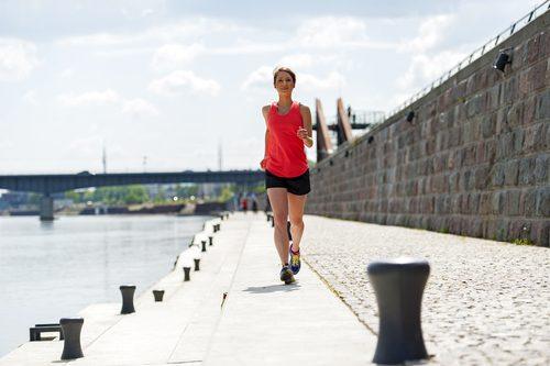 Springa vid bro