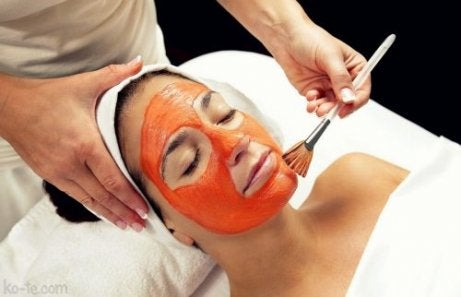 Ansiktsmask med tomat