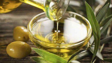 olivolja mot torr hud