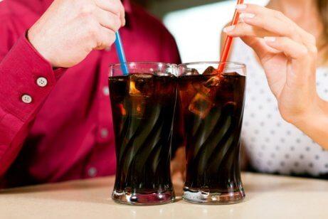 Undvik kolsyrade drycker