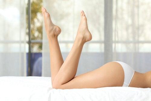 ben på säng
