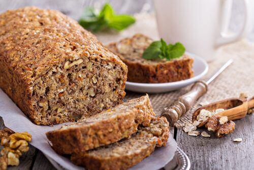 Så bakar du ett laktos- och glutenfritt bröd