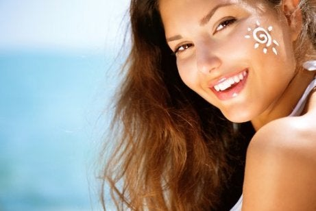 Du kan lättare hålla huden återfuktad om du skyddar den från solen.