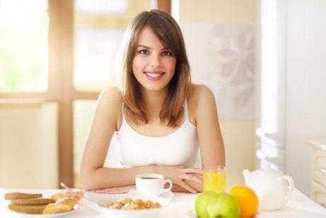 Ät en balanserad frukost så att du orkar träna.