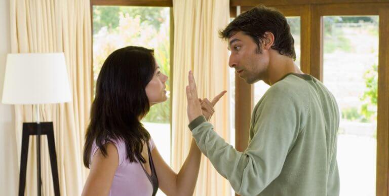 Är man i ett förhållande med någon, spelar man i samma lag