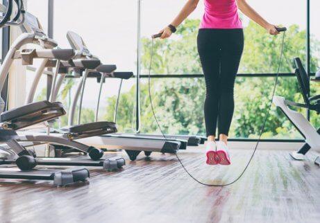 Hoppa på rätt sätt för att stärka knäna