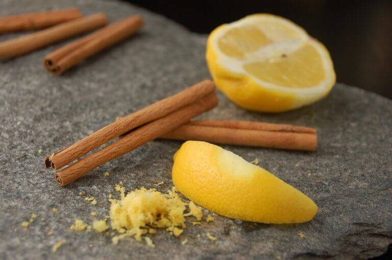 Kanel och citron på sten