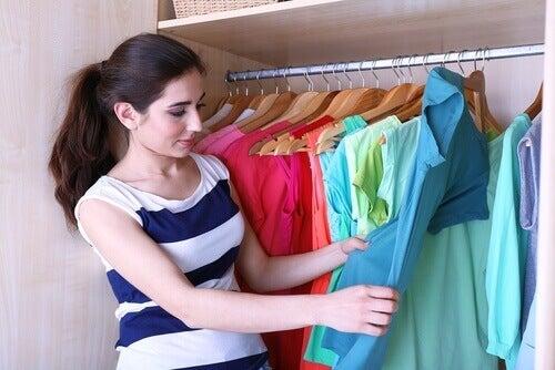 5 trick för att vika kläder och få mer utrymme i garderoben