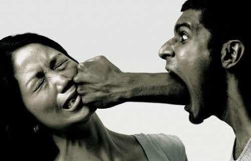Tecken på verbal misshandel: Är du ett offer?