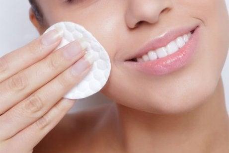 4 lätta tips för att hålla huden återfuktad