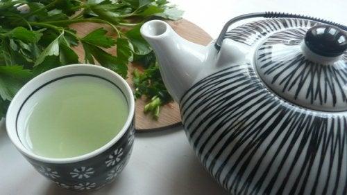 Avgifta din lever med ett te på persilja och mynta