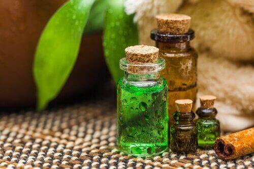 Huskurer för fotsvamp med tea-tree-olja